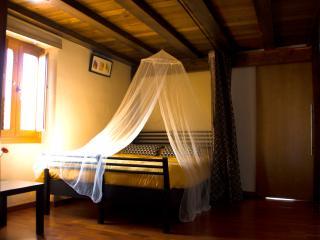 cama de matrimonio en zona de paso