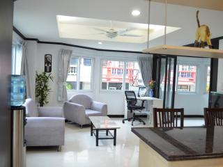 Triple size apartment (255/256) - seeview-Jomtien