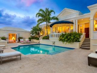 Luxurious 5 Bedroom Beachfront Villa with Pool in Sunset Bay