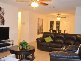 (Mila) Cozy and  Large 2 Bedrooms/2Bathrooms, Dania Beach