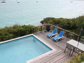 Charming 3 Bedroom Oceanfront House with Pool on Chalk Sound, Providenciales
