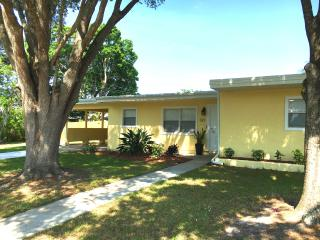 Downtown Sarasota updated bungalow