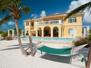 Spacious 5 Bedroom Beachfront Villa with Pool on Turtle Tail, Leeward