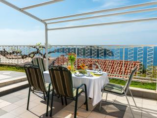 Apartments Lora - Two-Bedroom Apartment with Terrace and Sea View