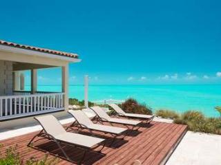 Wonderful 4 Bedroom Oceanfront Villa with Pool on Turtle Tail, Leeward