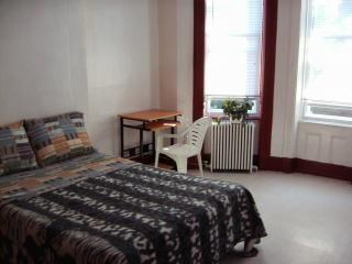 Rooms for rent in great Queens location, Woodhaven