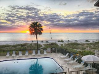 Gulf Breeze Condo - Beachfront with Pool, Indian Rocks Beach