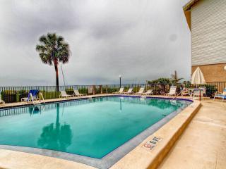Gulf Breeze Condo - Beachfront with Pool