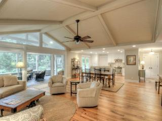 Open Floor Plan.  Designer Decorated., Isla de Saint Simons