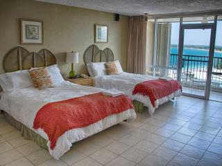 ESJ Azul Beach Studio + Hotel amenities + WIFI, Isla Verde