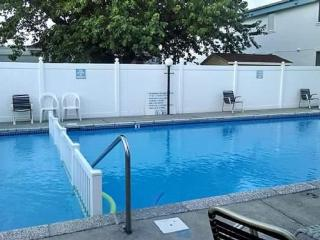 Sandpebble Condo - 2BR/1BA with Pool - 2.5 blocks