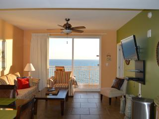 Beachfront Condo + Free Beach Chairs + Wifi + Netflix, Clean!, Panama City Beach