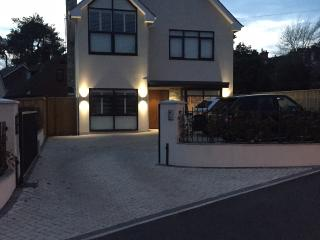 Brand New 5 Bedroom Luxury Home 2 min from S'banks