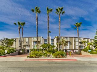 Best Location 2BD Townhome Near Seaworld and Beach, San Diego