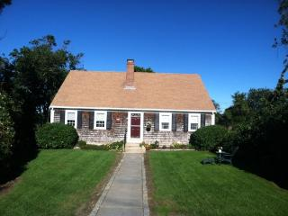 Short Walk to Paines Creek Beach, 4 BR, 2 Bath, A/C, Waterviews - BR0587, Brewster