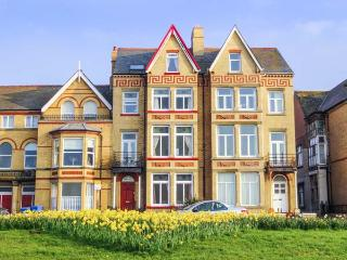 RATHMINES large seafront Victorian terrace, en-suites, garden, WiFi in Rhyl Ref 917519
