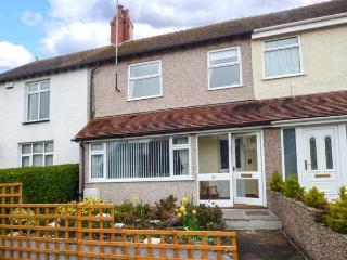 CRAIGFRYN, mid-terrace, close to amenities, parking, garden, in Conwy, Ref 93056