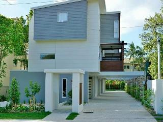 Huge 3 Bedroom Beach House 500m To Burleigh Heads