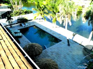 Waterfront Siesta Key Enclave...   Steps to Beach!