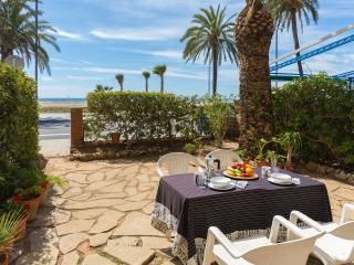 BeachFront aptartment with garden by Barcelona