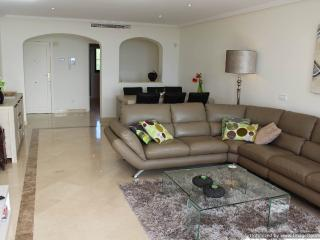 Modern 3 Bed Apartment In Los Arqueros R102