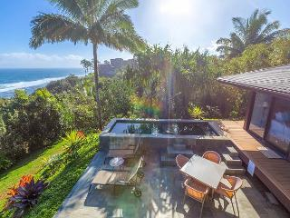 Ocean Bluff, Pristine Views! 3 bedroom, 4 bath w/Pool/Jacuzzi.  Spacious!, Princeville