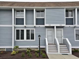 """Hidden Harbor"" townhouse with community pool and tennis. Only 3 blocks to the beach!, Bethany Beach"