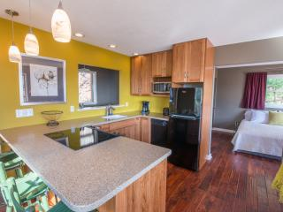 The Bungalow | Perfect for a Couple, Fairview