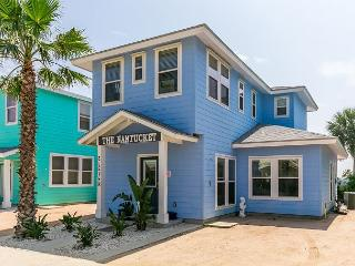 Area Not Impacted by Hurricane: 4BR Nantucket-Inspired House, Walk to Beach