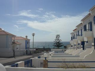 Lovely Townhouse with Ocean Views - Sleep 6, Ericeira