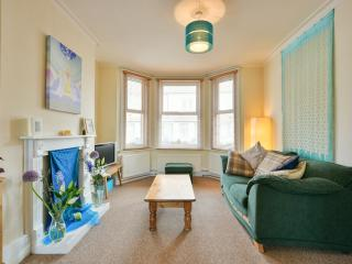 Spacious 2 bedroom house in Eastbourne near to sea