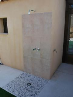 outdoor shower in the patio, useful to take out the sand from the beach before entering the house