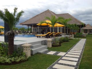 Villa Pelangi directly on the beach of Bali, Temukus