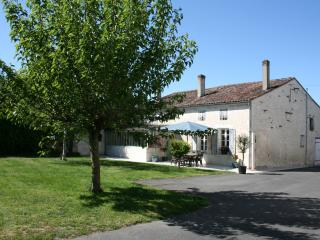 Charming Gite with hot tub near to Cognac and Golf