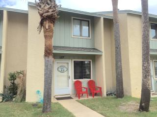 PET FRIENDLY TOWNHOUSE- BEACH RESORT !