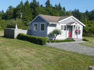 Cozy, Comfort, Plus a Hot Tub. Close to Mountains,, Sequim