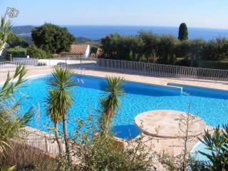 F3 de 51m2 terrasse 20m2  piscine dans Golf de st tropez a La croix Valmer