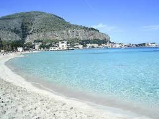 Nice villa  at walking distance from beach, Mondello