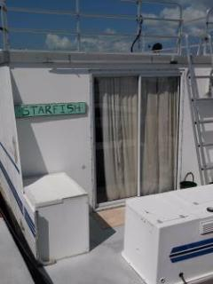 Aqua Lodge Houseboat 'Starfish'
