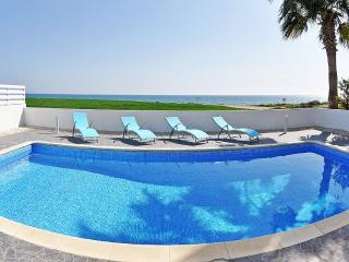 Oceanview Villa 202 - Laranca