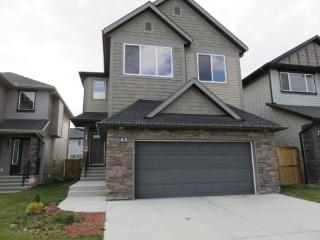 LUXURY HOUSE IN NW.6 bedrooms.CLOSE TO AIRPORT., Calgary