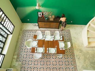 Tub house - decadence with tub, pool and fireplace, Merida