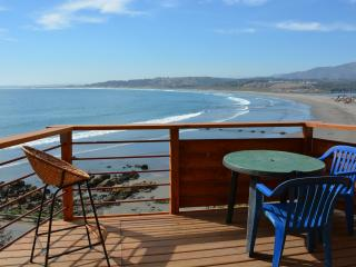 Surf Shack, Overlooking the Ocean and Playa.