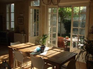 Bordeaux Townhouse: 3BDR Furnished Garden Dec 1, 2017 to March 1, 2018