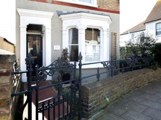 HERON HOUSE - Newly Renovated 4-Bed Period Home, Whitstable