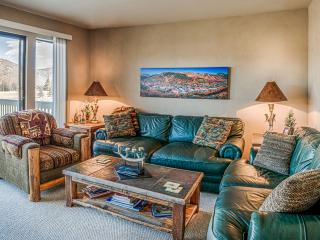 Cozy Condo on Golf Course with Private Hot Tub, Park City