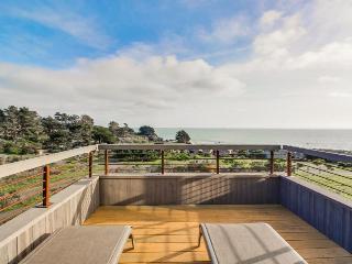 A private hot tub, shared pool, ocean views & close to Pebble Beach!
