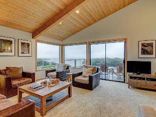 Elegant, dog-friendly, oceanfront home with decks, shared pool, hot tub & garden, Sea Ranch