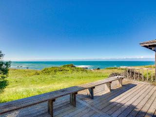 Dog-friendly home, w/sweeping ocean views, shared pool, & prime location!, Sea Ranch