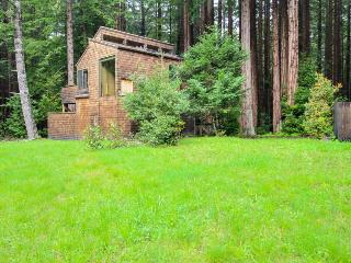 Tranquil forest views with a private hot tub & shared pool access. Dogs OK!